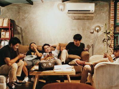 boys-cellphone-facial-expression-1036804
